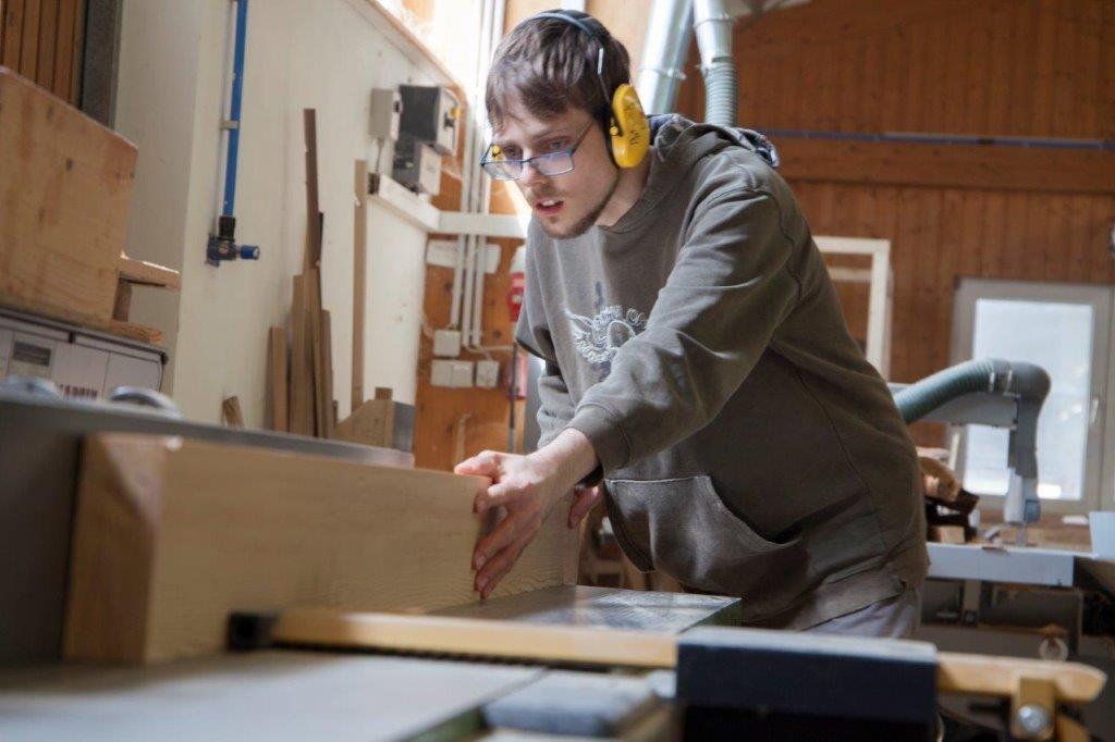 Holzverarbeitung  / Stuhlflechterei