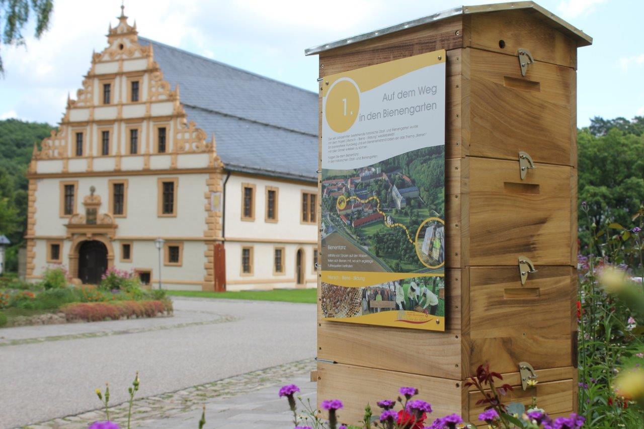 Führung durch den historischen Obst- und Bienengarten