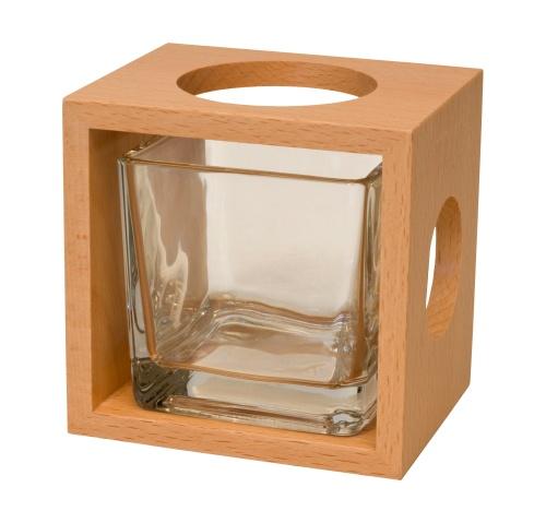 Edles Design in Holz.  Unsere Vasen sind das i-Tüpfelchen auf jedem gedeckten Tisch und ein echter Hingucker. Durch Drehen des Würfels erhalten Sie verschieden große Öffnungen für die jeweiligen Blumen.  Auch eine wunderschöne Geschenkidee!