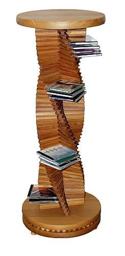 Edles Design in Holz.  Großer spiralförmiger CD-Ständer aus massivem Buchenholz. Ein Schmuckstück für jede Wohnung. Der holzkugelgelagerte Sockel ermöglicht ein leichtgängiges Drehen der CD-Säule.