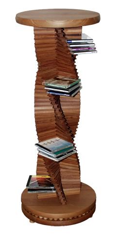 Edles Design in Holz.  Großer spiralförmiger CD-Ständer aus massivem Kirschenholz. Ein Schmuckstück für jede Wohnung. Der holzkugelgelagerte Sockel ermöglicht ein leichtgängiges Drehen der CD-Säule.