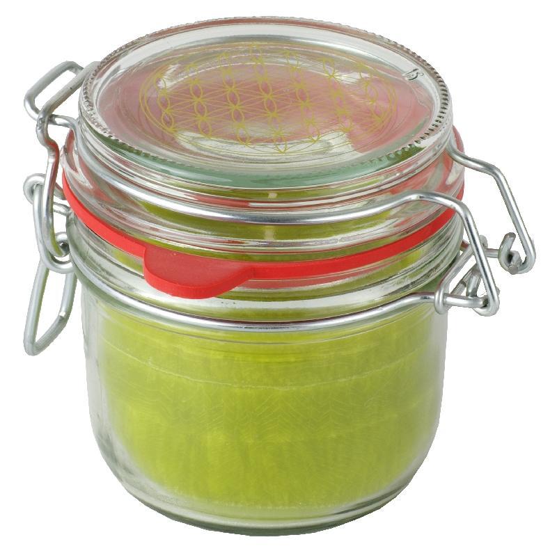 """Grüne Kerze aus Stearin im Bügelglas mit der """"Blume des Lebens"""". Ohne Duft."""