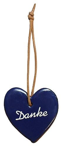 Bedanken Sie sich doch mal mit diesem blau glasiertem Tonherz. Eine nette, kleine Geschenkidee.