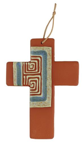 Wunderschön und aufwändig gestaltete Tonkreuze. Jedes Stück wird liebevoll in Handarbeit glasiert und ist somit ein Unikat.  Eine wirklich originelle Geschenkidee.